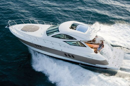 2017 Cruisers Yachts 540 Sports Coupe