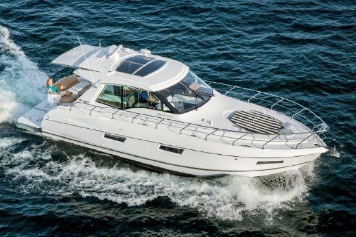 2016 Cruisers Yachts 48 Cantius