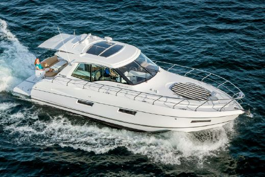 2017 Cruisers Yachts 48 Cantius