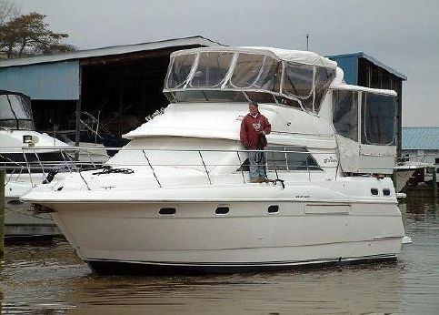 1996 Cruisers 3650 MY Aft Cabin