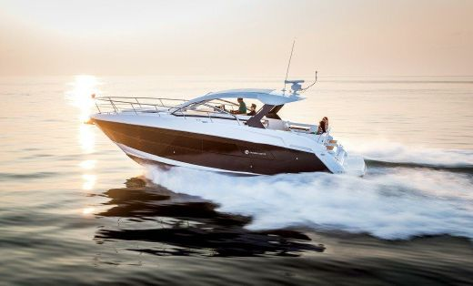 2016 Cruisers Yachts 39 Express Coupe