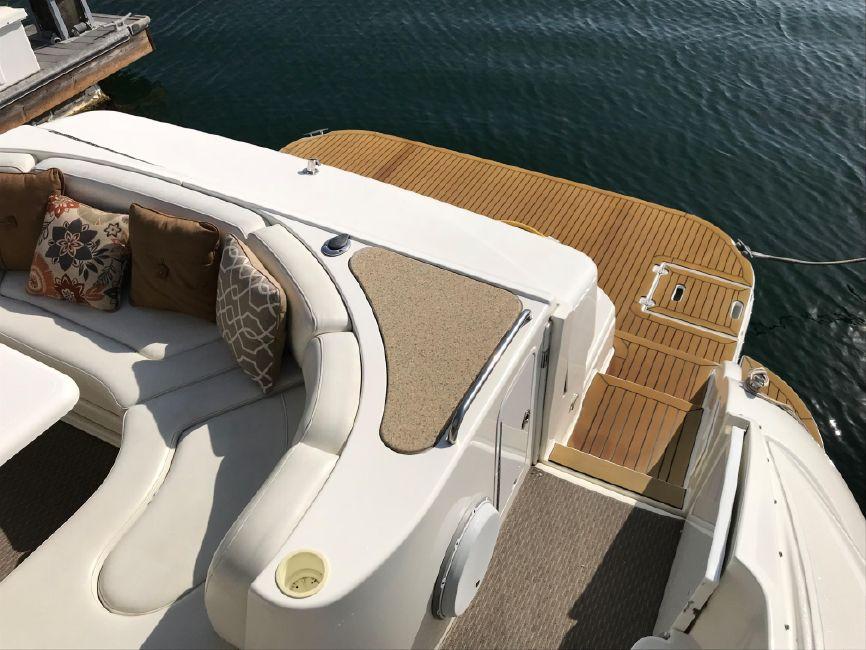 Cruisers Yachts 5470 Cockpit Swim Platform
