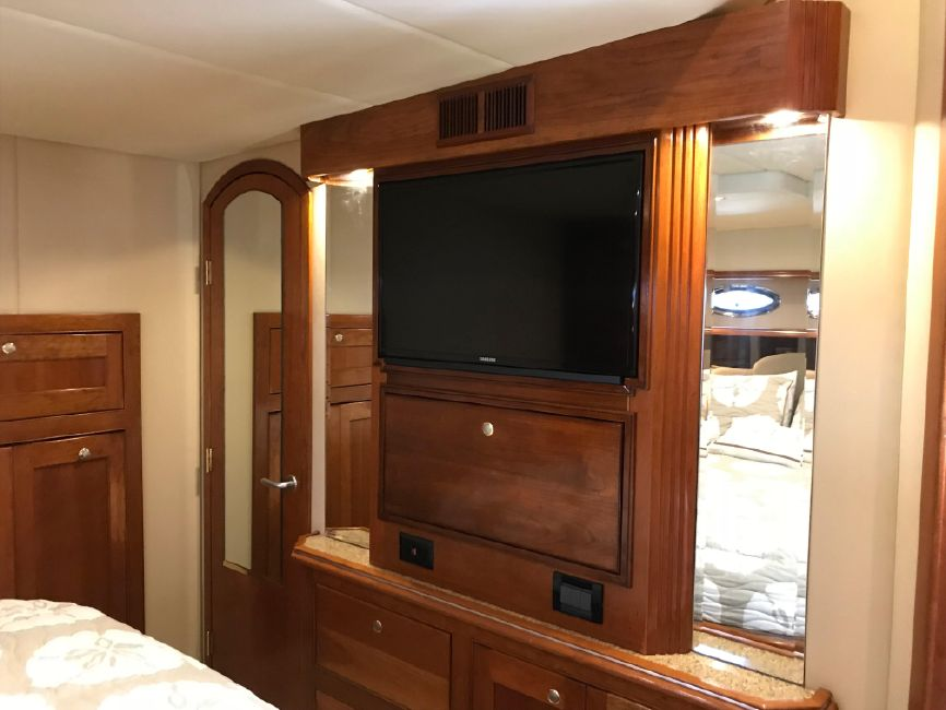 Cruisers Yachts 5470 Yacht Stateroom Television