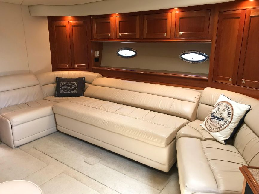 Cruisers Yachts 5470 Interior Salon Sofa