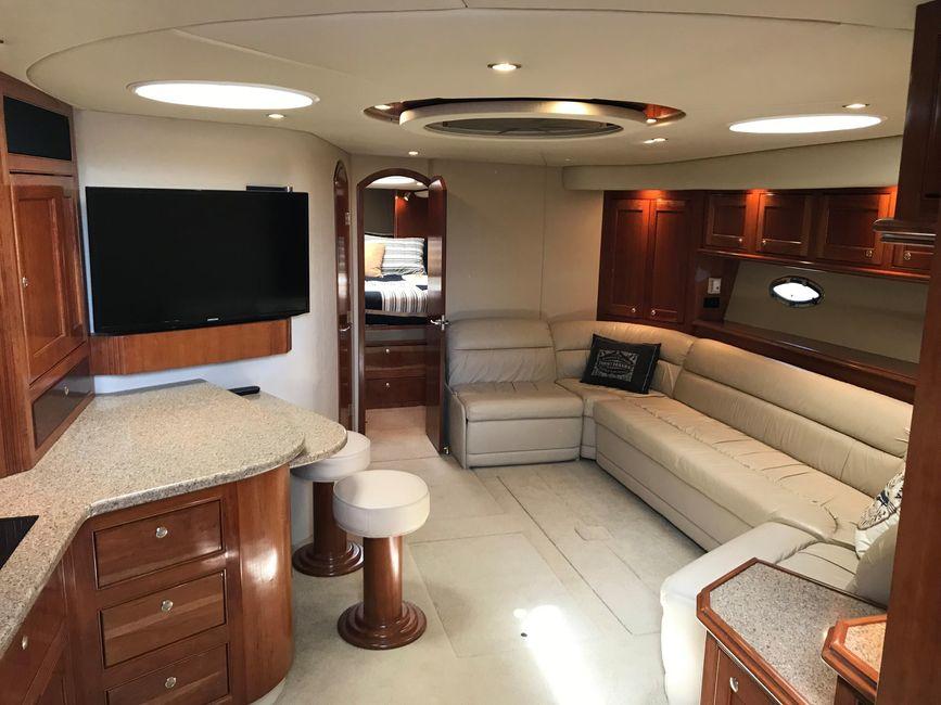 Cruisers Yachts 5470 Interior Salon