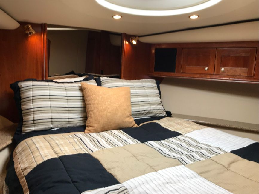 Cruisers Yachts 5470 Express Cruiser Yacht Master Bed