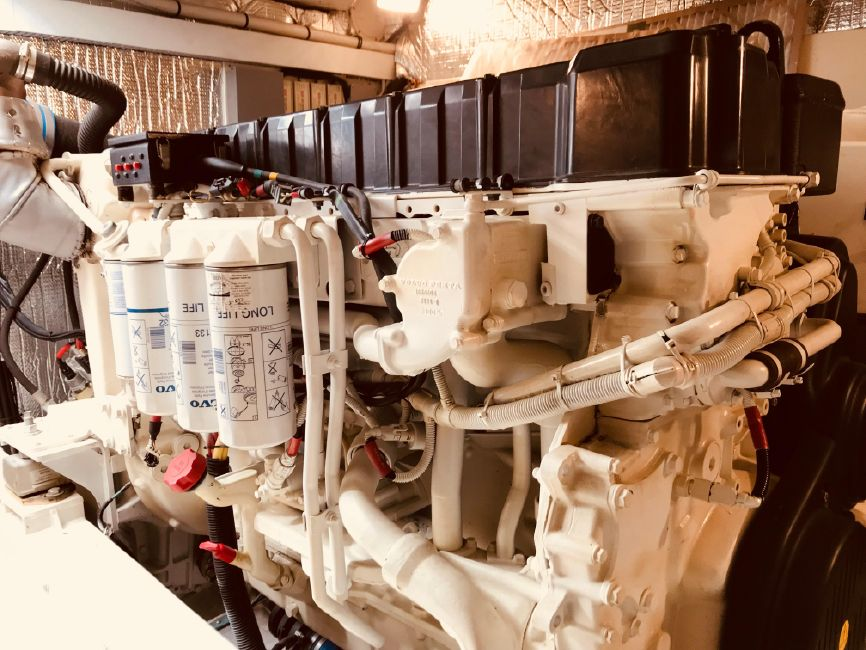Cruisers Yachts 5470 Yacht Diesel Engines