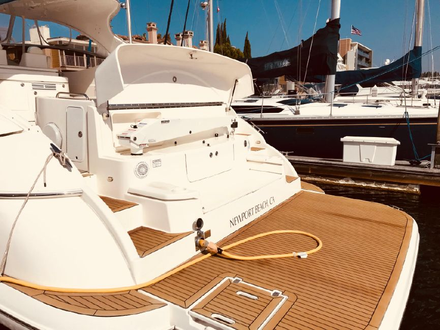 Cruisers Yachts 5470 Express Yacht Swim Platform