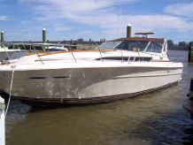 1985 Sea Ray 390 Express Cruiser Custom