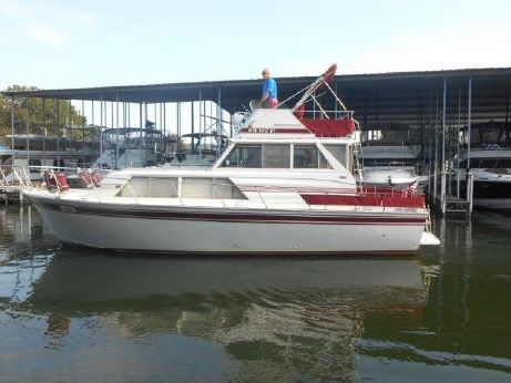 1979 Marinette 32 Sedan Flybridge