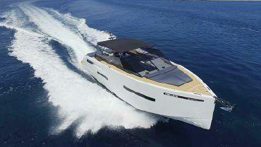 thumbnail photo 2: 2020 De Antonio Yachts D46 Open