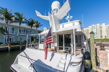thumbnail photo 0: 1989 Oceanfast Motor Yacht