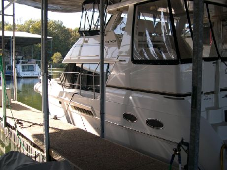 2001 Carver 356 Aft Cabin