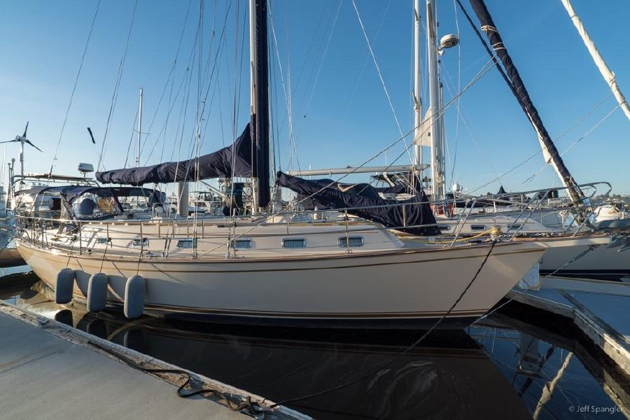 Island Packet 45 Cruising Sailboat for sale