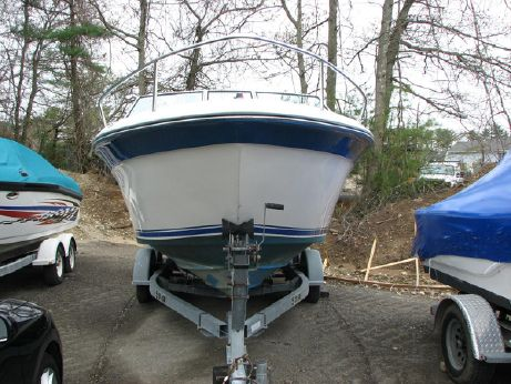 1989 Sea Ray 220 Cuddy Cabin