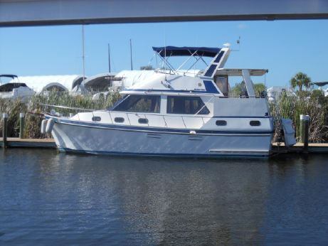 1987 Golden Star - Heritage East 35 Sundeck Trawler