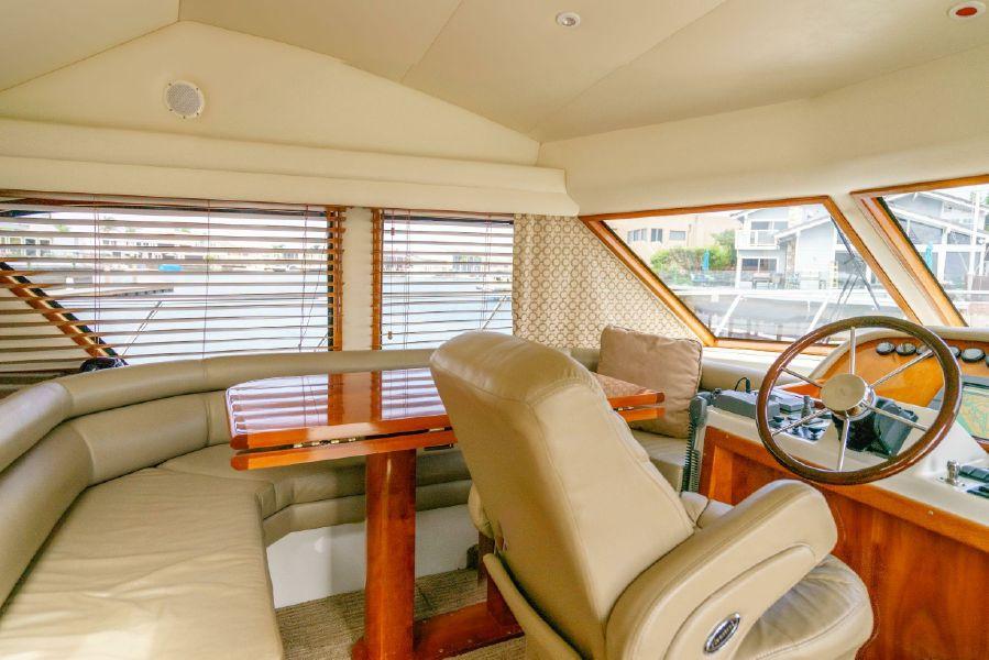 Navigator 5100 Pilothouse