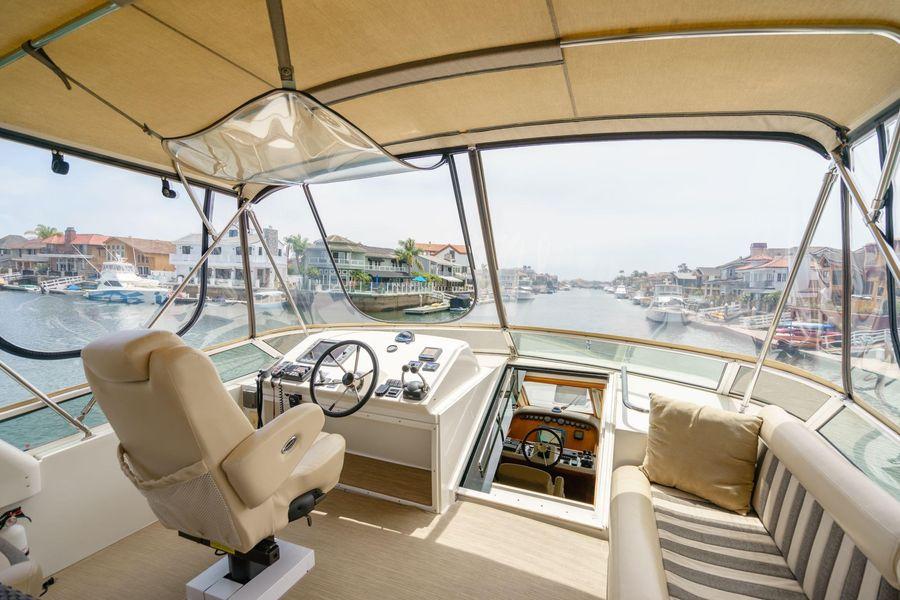 Navigator 5100 Pilothouse Flybridge
