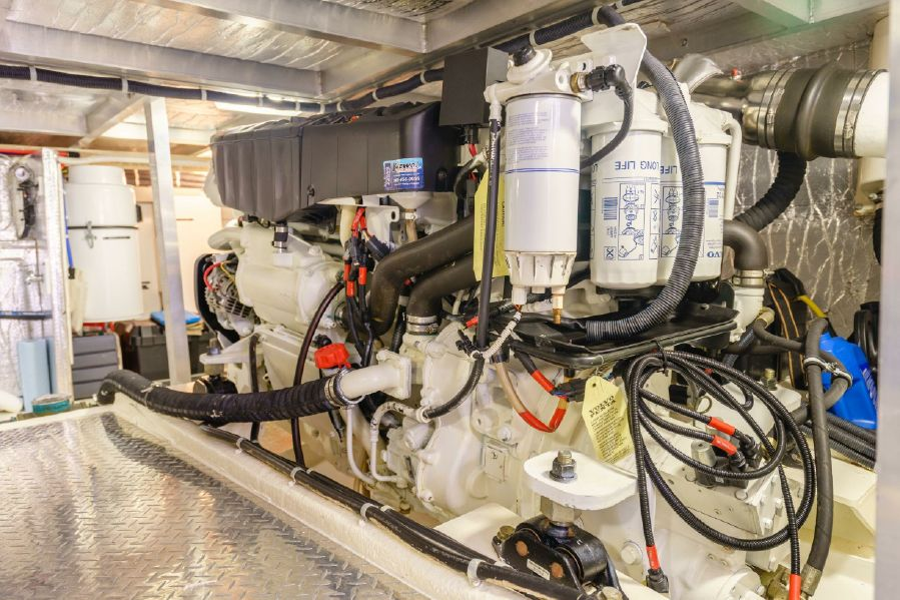 Navigator 5100 Pilothouse Diesel Engine
