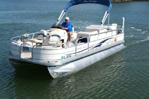 2008 Tracker Marine Sun Tracker Fishin' Barge 21