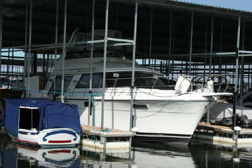 1988 Carver Yachts 4207