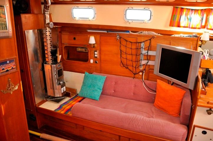 42' Whitby 42 Ketch+Photo 10