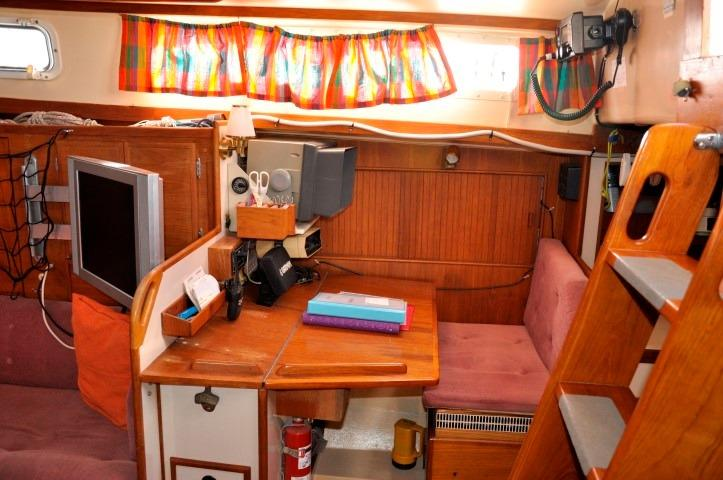 42' Whitby 42 Ketch+Photo 15