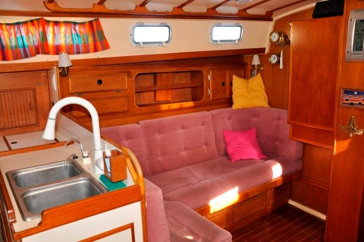 42' Whitby 42 Ketch+Photo 16