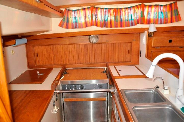 42' Whitby 42 Ketch+Photo 21