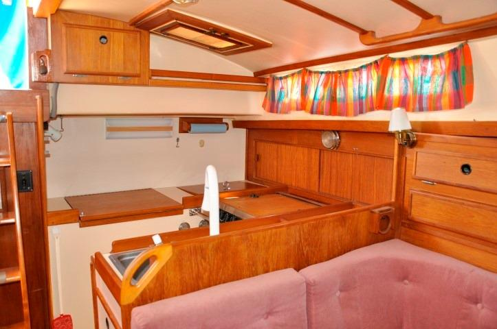42' Whitby 42 Ketch+Photo 17