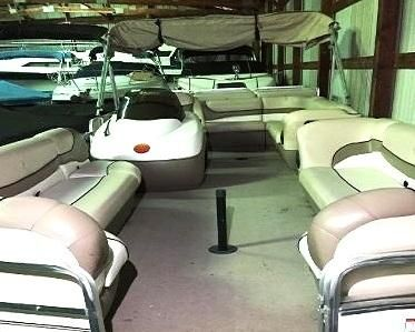 2000 Sun Tracker Regency Party Barge