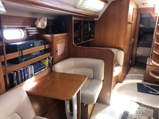 Catalina 470 Sailboat Salon