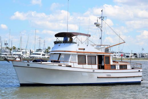 1983 Marine Trader 44 Tri Cabin