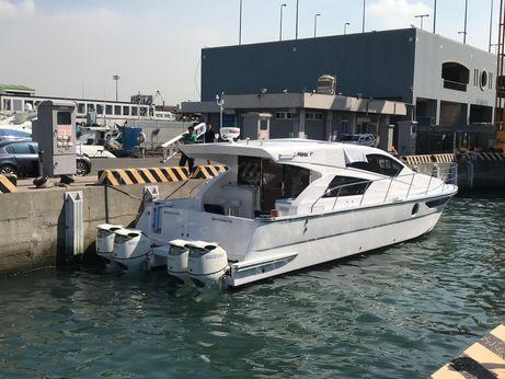 2018 Mares Catamaran 45 Outboard Express