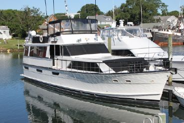1977 Pacemaker 66 Motor Yacht