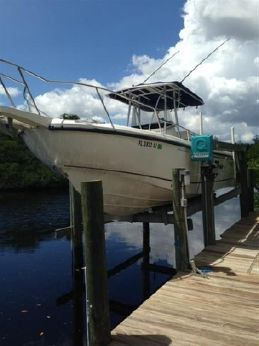 2001 Boston Whaler 26 Outrage Center Console