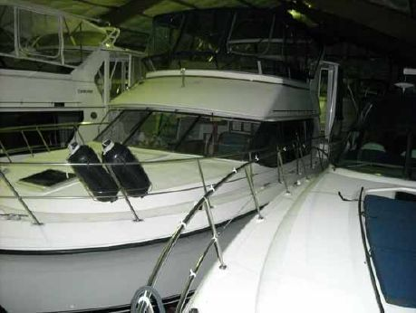 1994 Carver 370 Aft Cabin Motor Yacht (MINT w/REALLY LOW HOURS)
