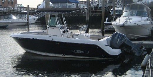 2005 Robalo R220 Center Console with trailer