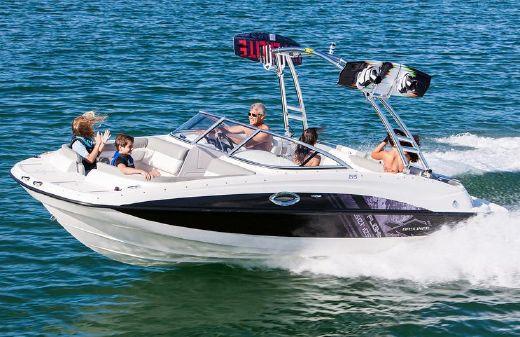 2015 Bayliner 215 Deck Boat