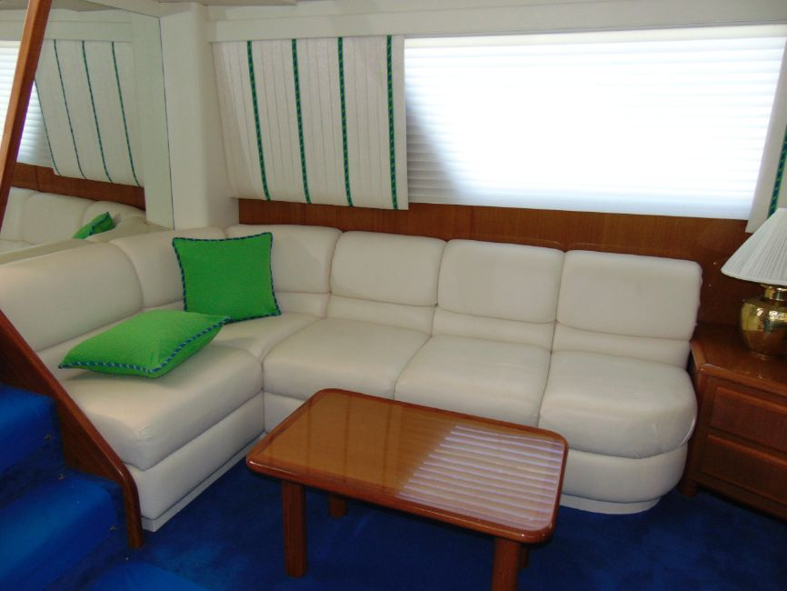 viking 60 Cockpit Motor Yacht Salon Sofa