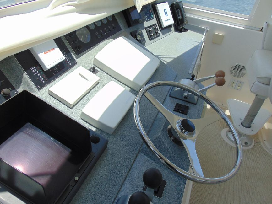 Viknig 60 Cockpit Motor Yacht Flybridge Helm