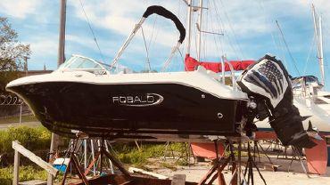 2019 Robalo R207