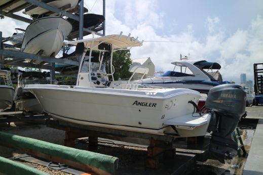 2007 Angler 220 Center Console