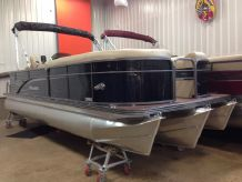 2015 Manitou 220 Oasis Angler Full Front VP