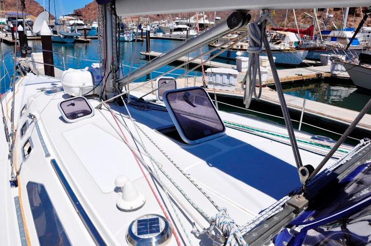 40' Catalina 400-2+Photo 37
