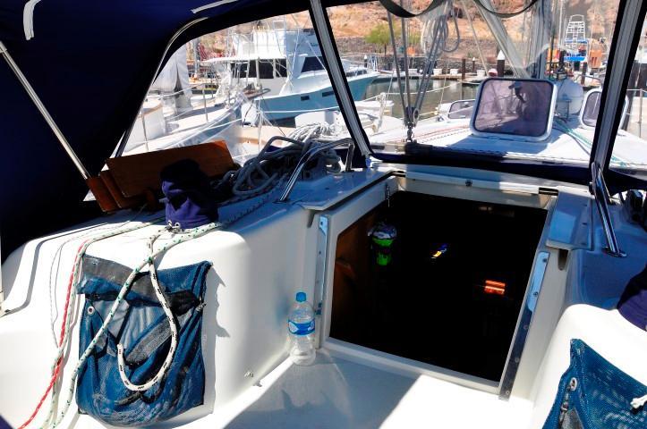 40' Catalina 400-2+Photo 24