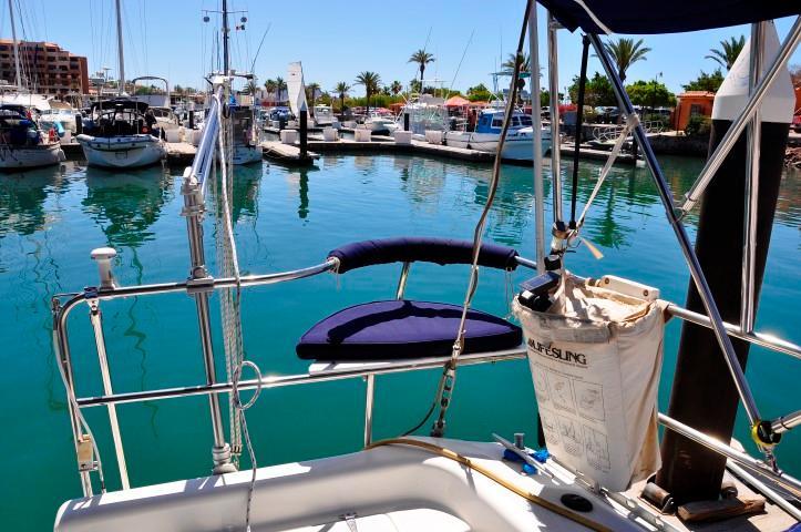 40' Catalina 400-2+Photo 27