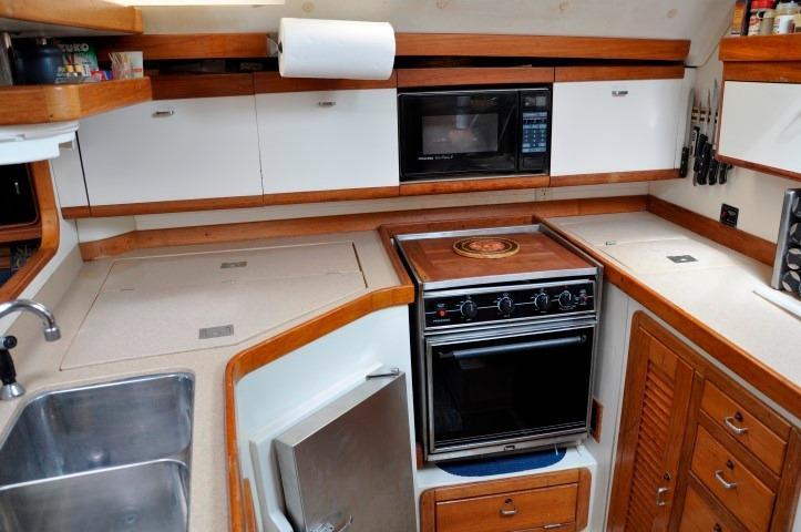 40' Catalina 400-2+Photo 10