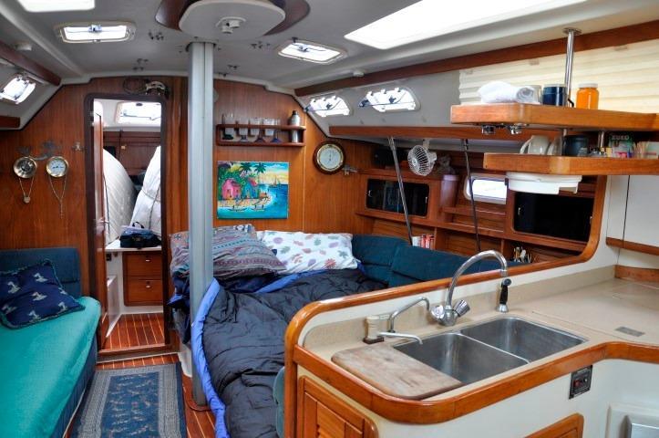 40' Catalina 400-2+Photo 8