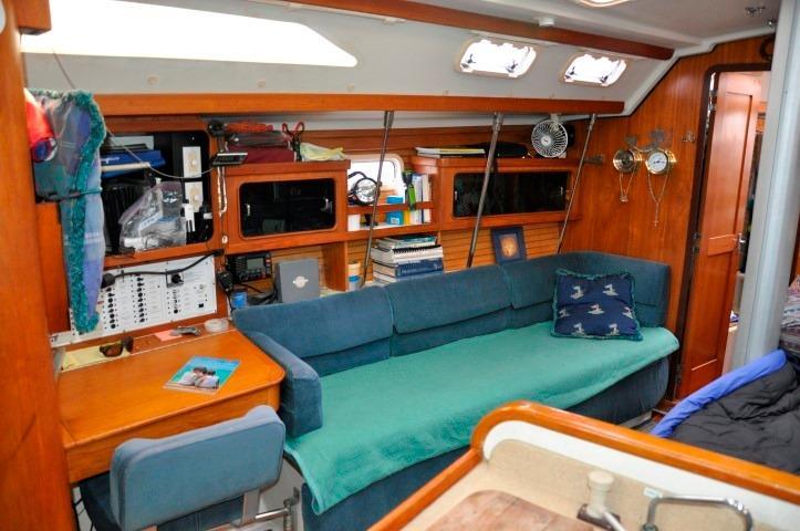 40' Catalina 400-2+Photo 5